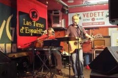 cafe bar of restaurant met live muziek coverband the durans